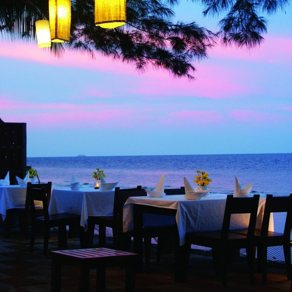 Stay 2 Nights Free FoodVoucher 500 THB (Only Thai Resident)